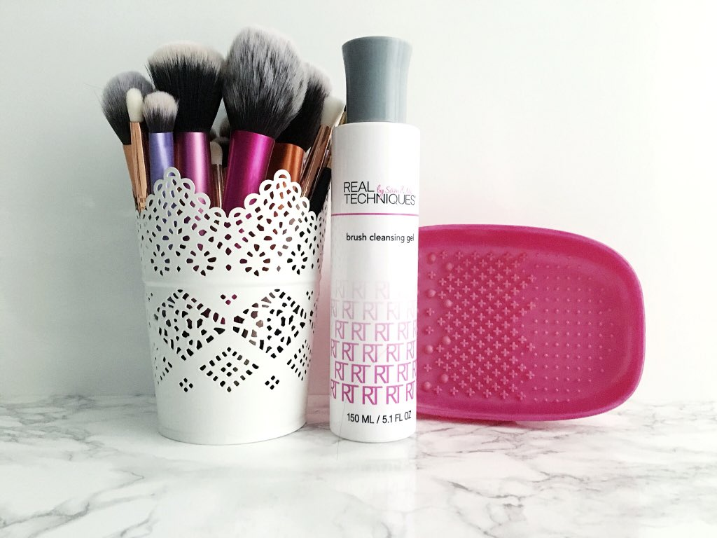 cleaning-your-brushes-with-real-techniques-brush-cleansin-duo