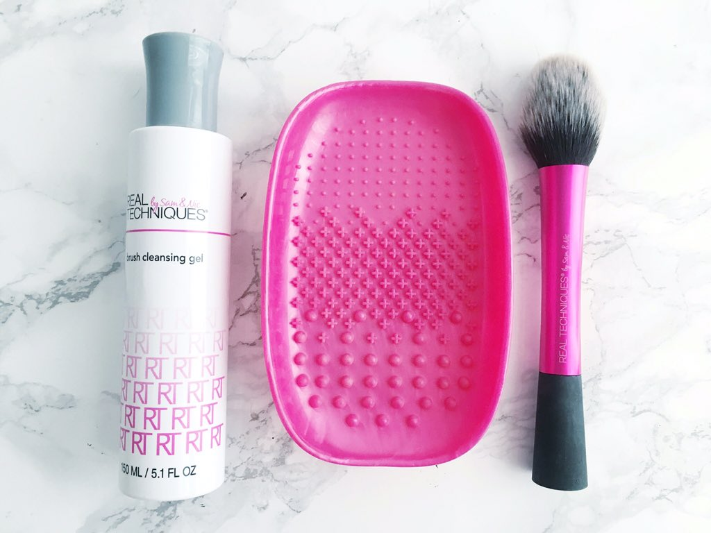 real-techniques-brush-cleaning-duo